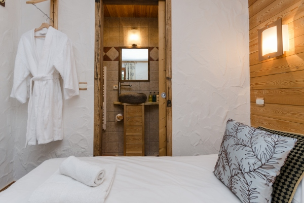 Bedroom and bathroom at Chalet Chamois, La Plagne
