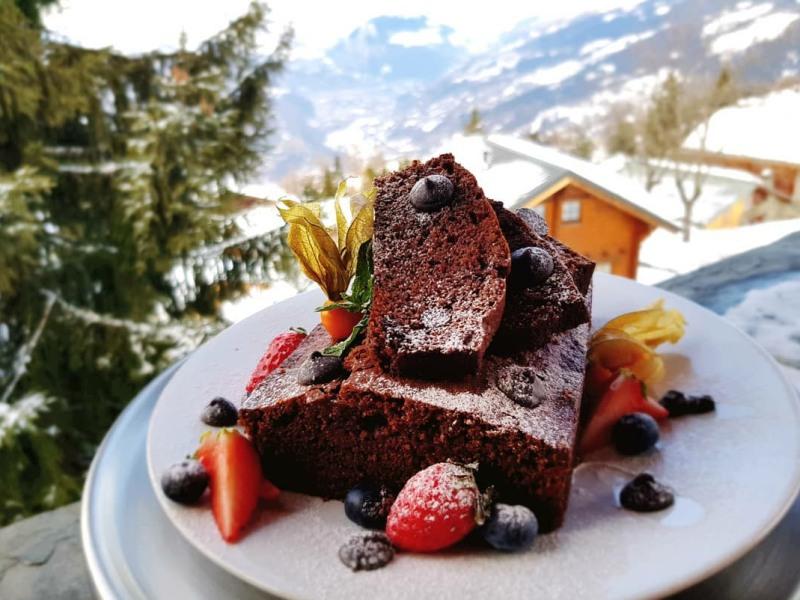 FOOD17 Choc cake on balcony
