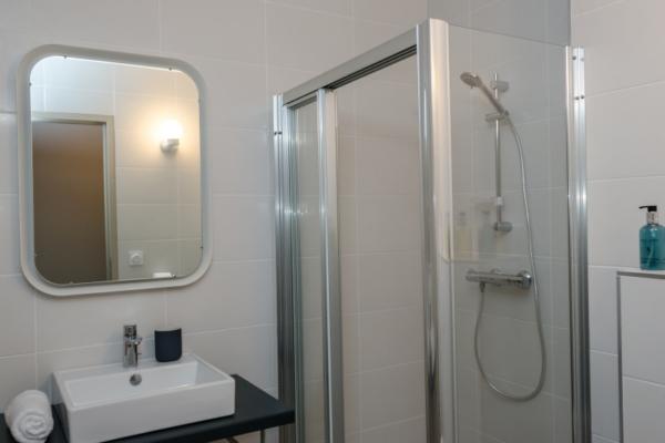 GRZ7 Bathroom 1
