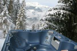 Hot-tub at Chalet Pisteside, La Plagne